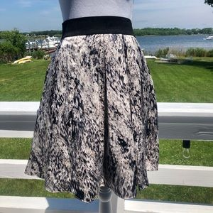 gorgeous Vince Camino skirt size 8 like new